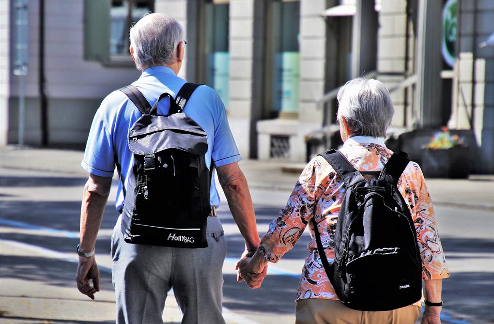 personnes âgées en vacances