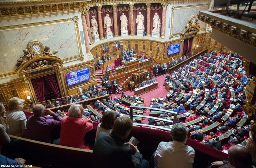 Le Sénat repousse l'âge de la retraite